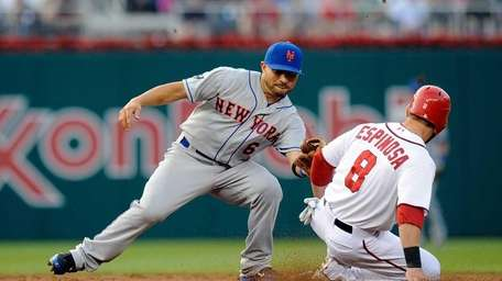Danny Espinosa of the Washington Nationals steals second