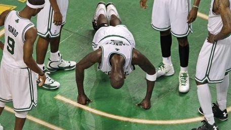 Boston Celtics forward Kevin Garnett (5) is surrounded