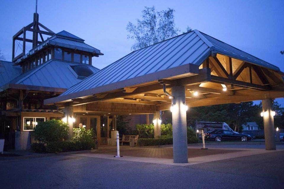 Ocean succeeds the Pine Island Grill restaurant in