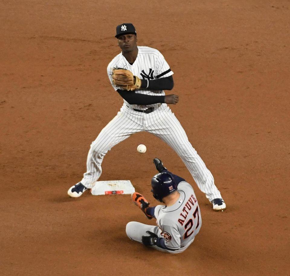 New York Yankees shortstop Didi Gregorius (18) throws