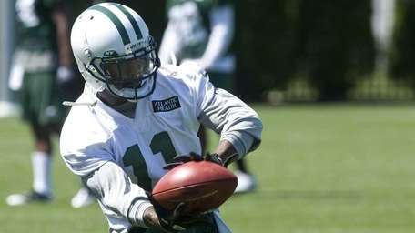 Jets wide receiver Jeremy Kerley catches a ball