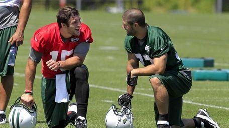 New York Jets quarterback Tim Tebow, left, talks
