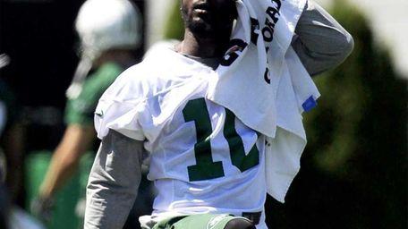 New York Jets wide receiver Santonio Holmes wipes