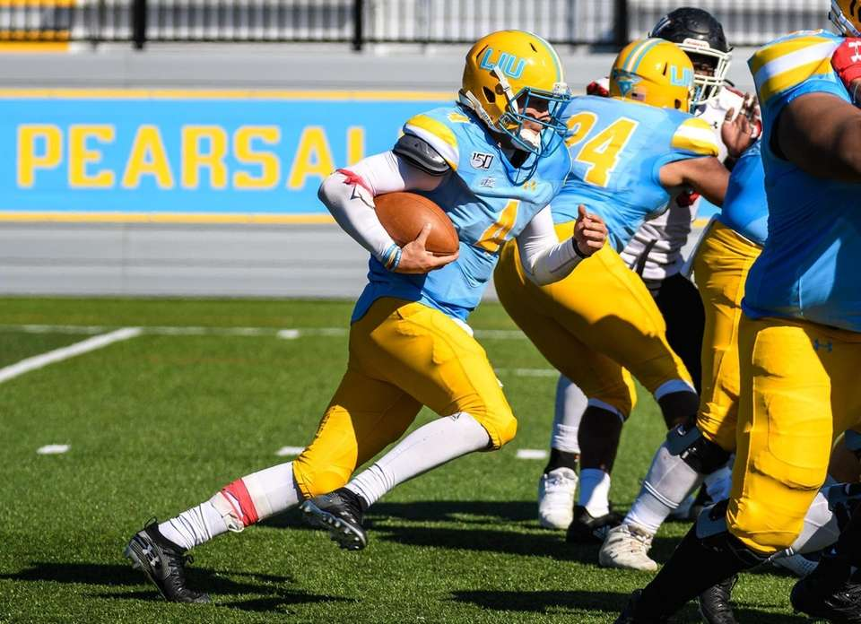 Long Island Sharks quarterback Clay Beathard (4) runs