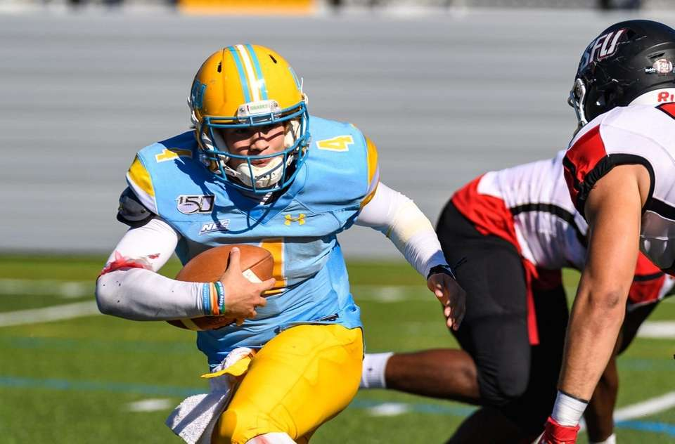 Long Island Sharks quarterback Clay Beathard (4) scrambles