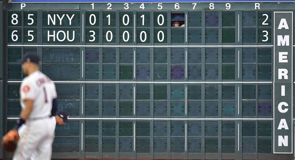 Houston Astros scoreboard keeper takes a peak out