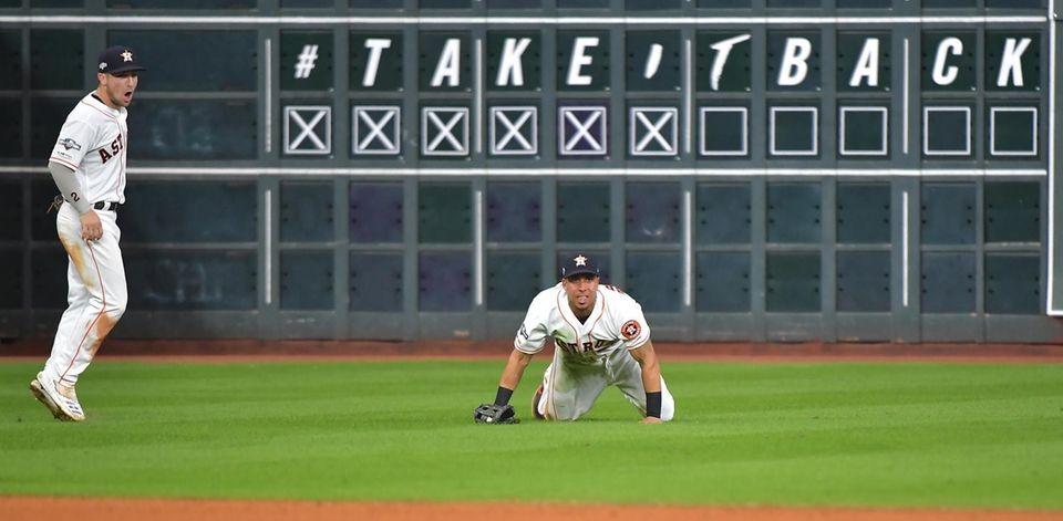 Houston Astros left fielder Michael Brantley (23) makes