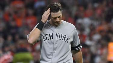 Yankees' DJ LeMahieu (26) reacts after the third