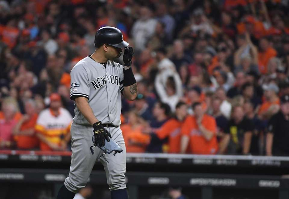 New York Yankees Aaron Hicks (310 reacts after