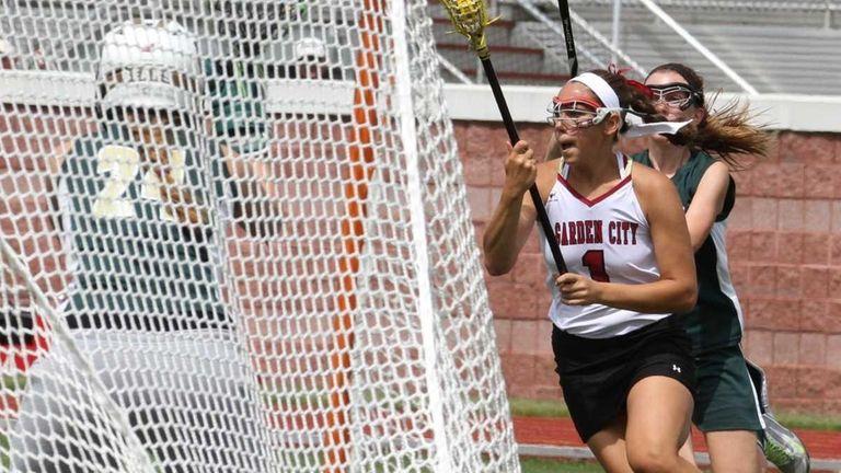 Garden City's Alexandra Bruno shoots and scores a