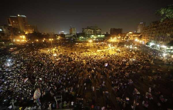 Hundreds of Egyptian protesters gather at Tahrir Square,