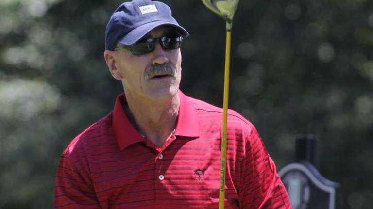Former Islander Bob Nystrom watches his shot during