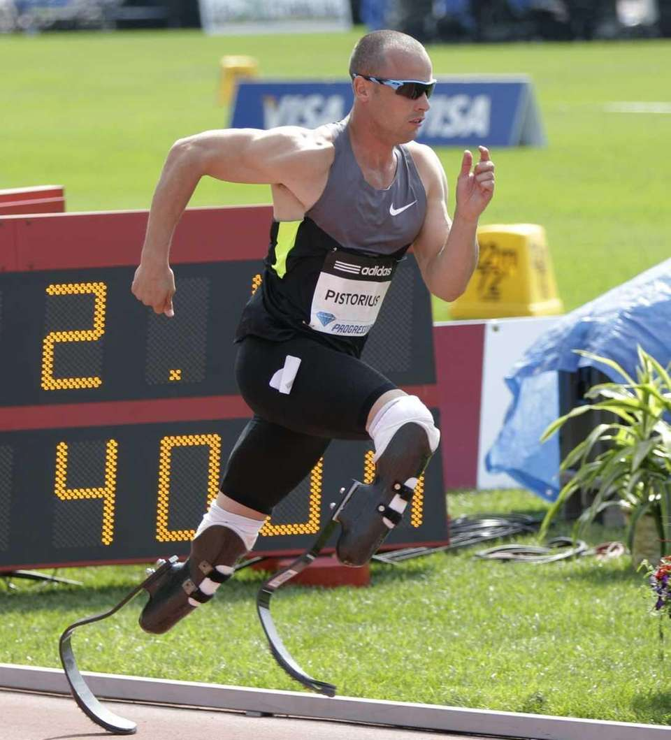 Oscar Pistorius begins the men's 400 meters at