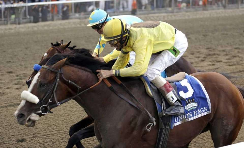 Union Rags, inside, with jockey John Velazquez, defeats