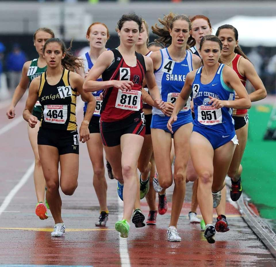 Friends Academy's Kelsey Margey, center (bib # 816),