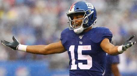 Golden Tate of the Giants celebrates after catching