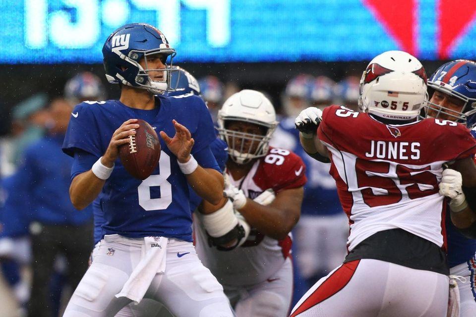 Daniel Jones #8 of the New York Giants