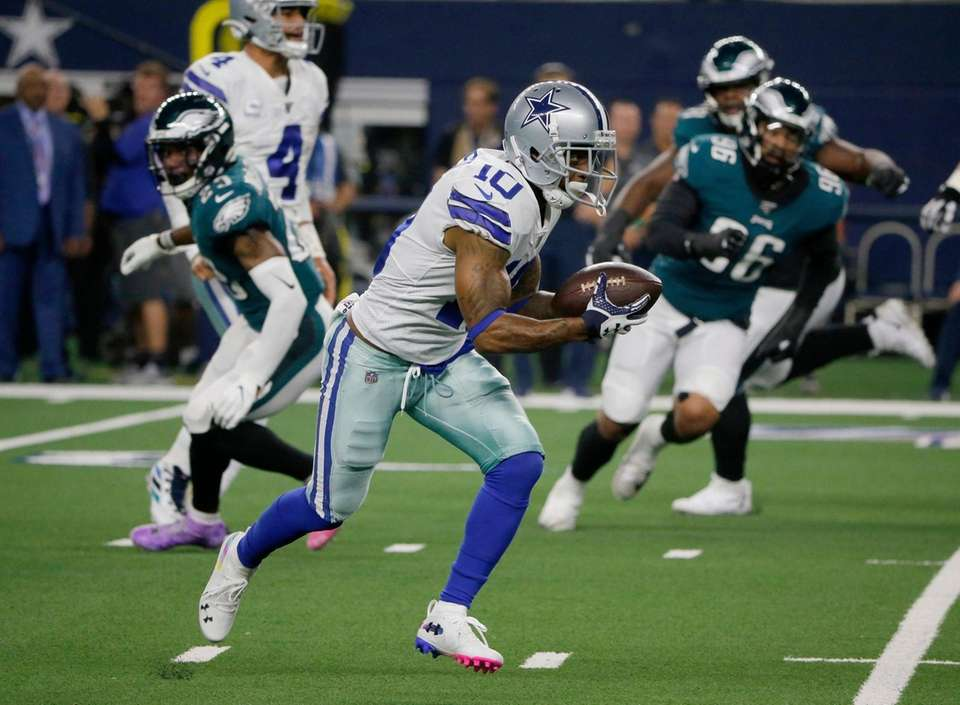 Dallas Cowboys' Tavon Austin sprints to the end