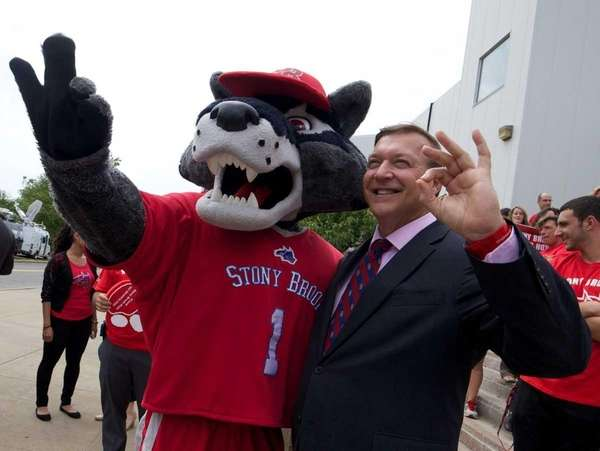 President Samuel L. Stanley Jr. poses with Wolfie