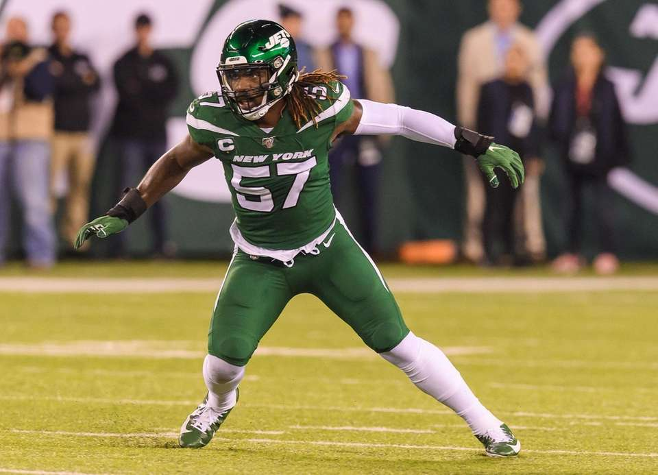 Jets inside linebacker C.J. Mosley during the first