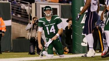 New York Jets quarterback Sam Darnold (14) reacts