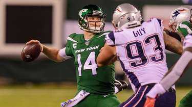 Jets quarterback Sam Darnold face significant pressure throughout