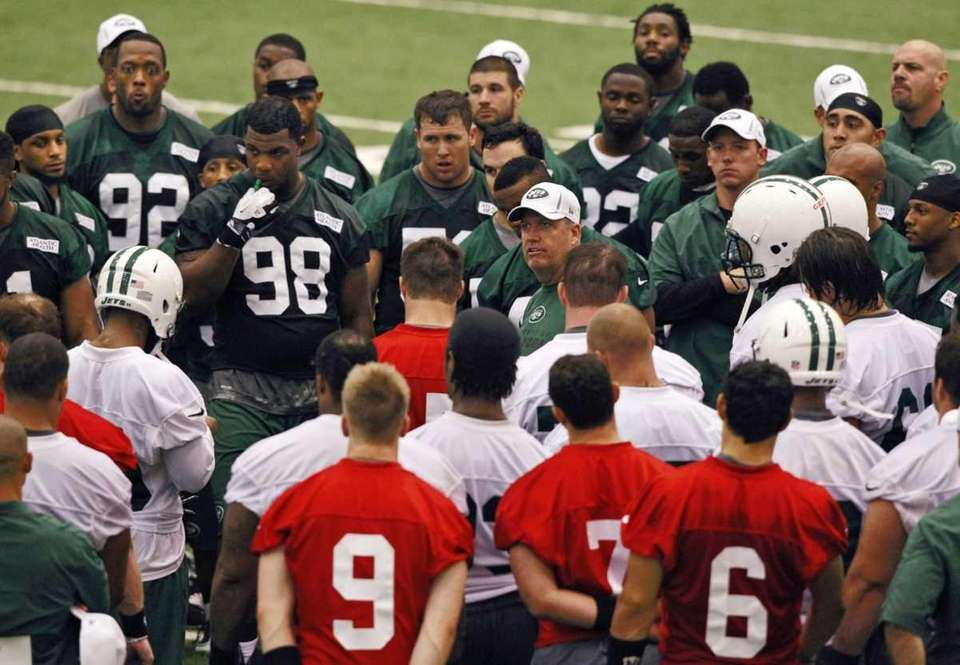 Jets head coach Rex Ryan, center facing camera,