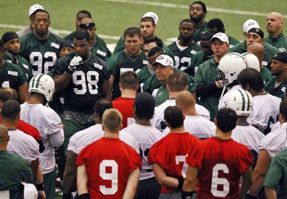 Jets head coach Rex Ryan, center facing camera,