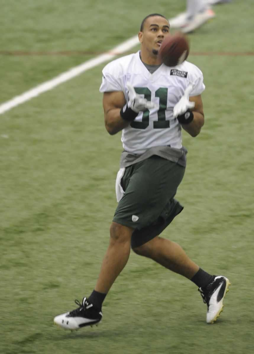 Jets tight end Dustin Keller catches a pass