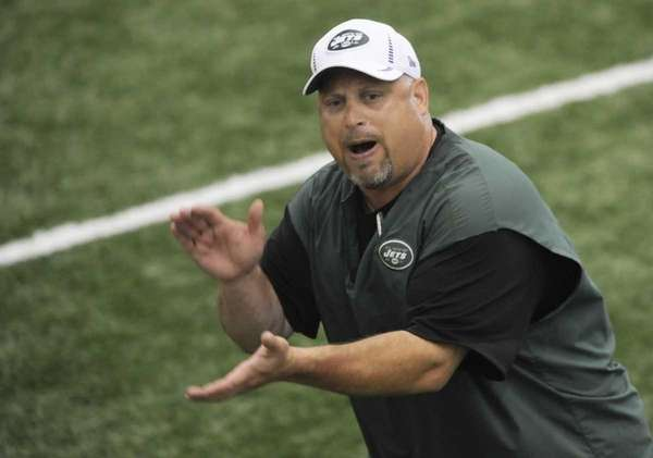 Jets offensive line coach Dave DeGuglielmo tries to
