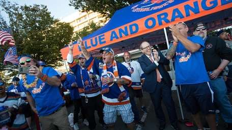Islanders owner Jon Ledecky, visits with tailgaters from