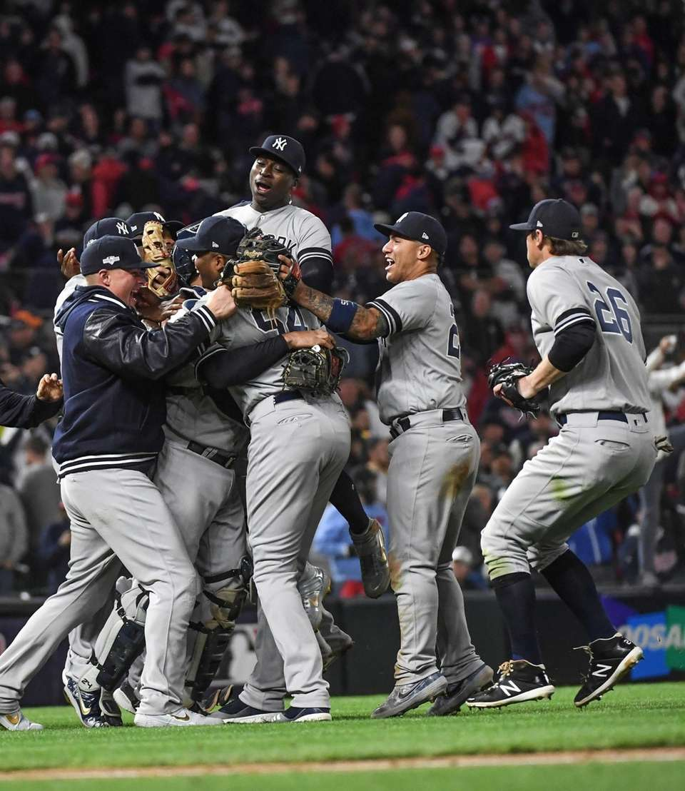 Members of the New York Yankees celebrate their
