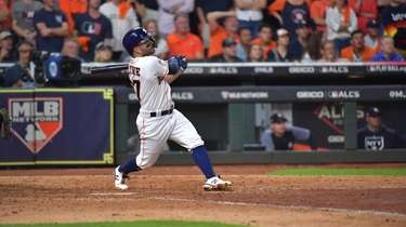 Houston Astros second baseman Jose Altuve (27) smacks