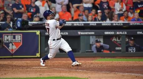 Houston Astros second baseman Jose Altuve (27) smacks