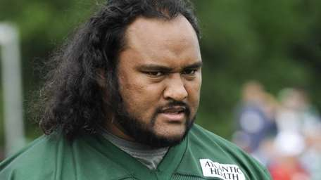 Jets defensive tackle Sione Pouha walks across the