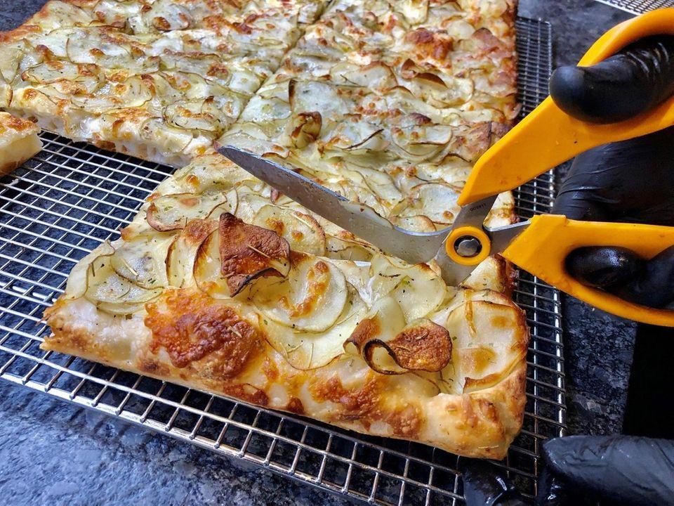 Taglio (85 Mineola Blvd., Mineola): Roman-style pan pizza
