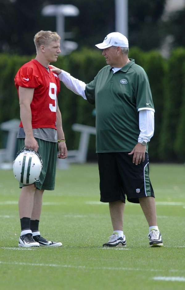 New York Jets quarterback Matt Simms talks with