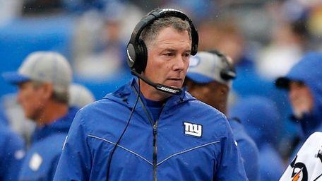 Giants head coach Pat Shurmur walks on the