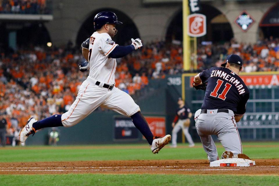 José Altuve de los Houston Astros está a salvo al principio