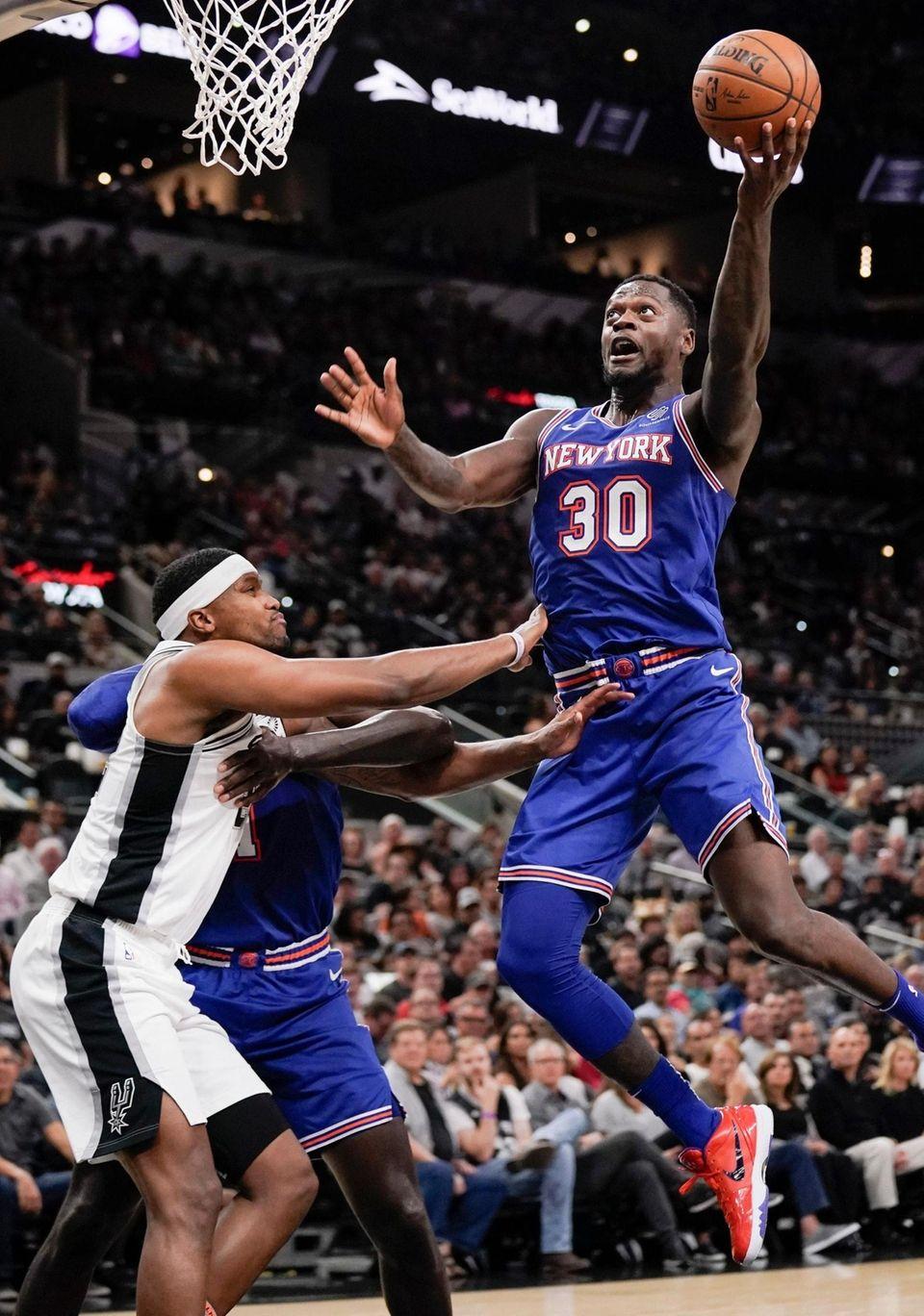 The Knicks' Julius Randle shoots over the San