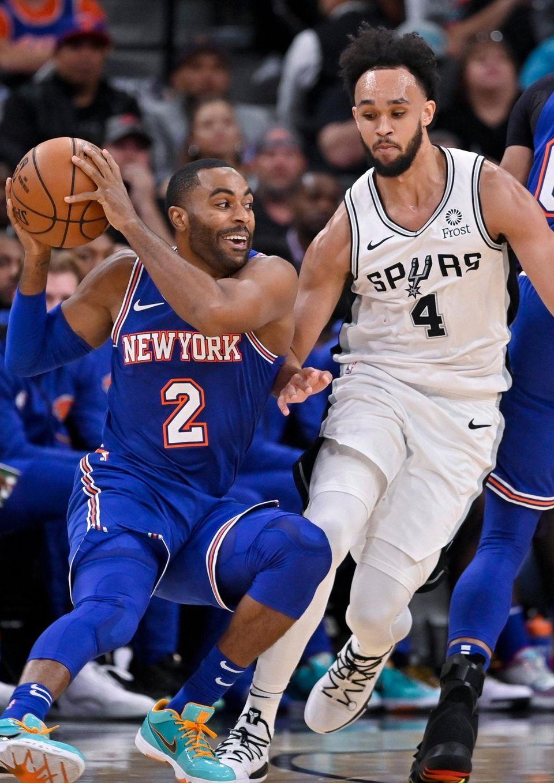 The Knicks' Wayne Ellington drives against the San