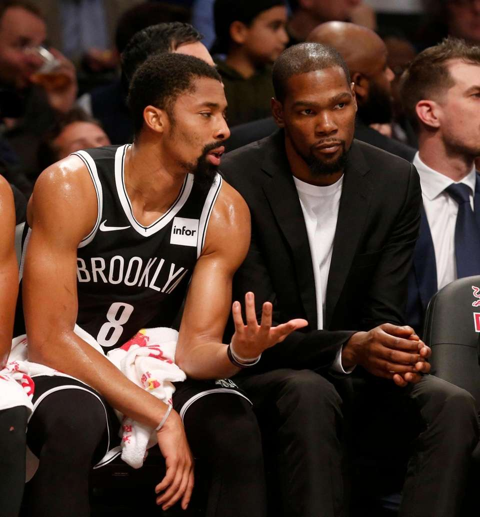 Kevin Durant (right) and Spencer Dinwiddie of the