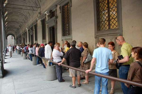A line outside Florence's Uffizi Gallery.