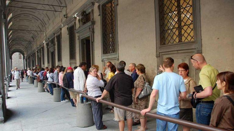 A line outside Florence's Uffizi Gallery.