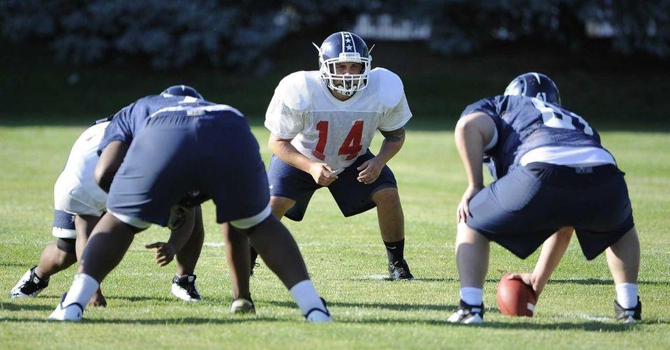 Team Long Island linebacker Tom Diubaldo #14 (Newfield