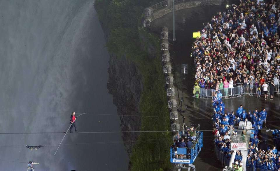 Nik Wallenda completes his walk over Niagara Falls