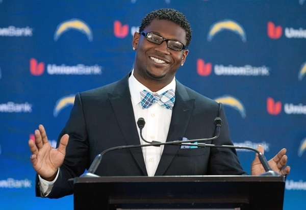 LaDainian Tomlinson announces his retirement from professional football,