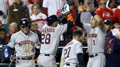 Robinson Chirinos #28 of the Houston Astros is