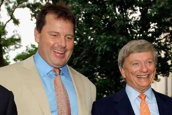Roger Clemens (L) and his attorney Rusty Hardin