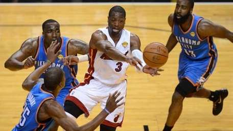 Wade (C) of the Heat , Perkins (L),